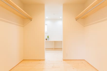 minimalistic Dressing room by KAWAZOE-ARCHITECTS
