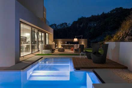 Piscinas infinitas de estilo  por Federico  Cappellina Architetto