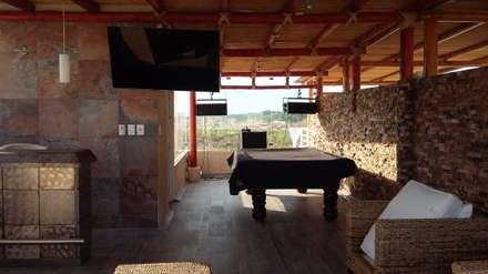 Sala multimediale in stile  di Maref Arquitectos