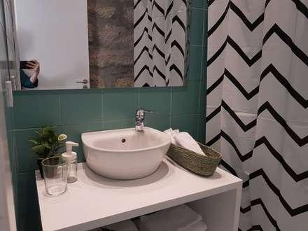 scandinavian Bathroom by IAM Interiores