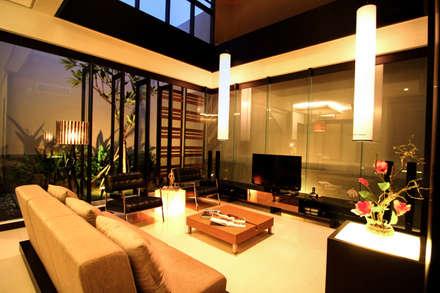 Preferences House:  Ruang Keluarga by AIGI Architect + Associates