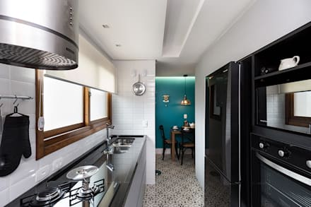 Kitchen units by Rabisco Arquitetura