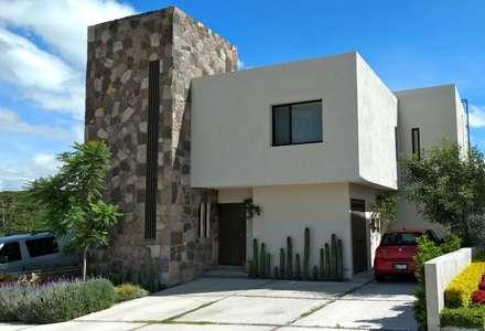 Casas unifamiliares de estilo  por Alberto M. Saavedra