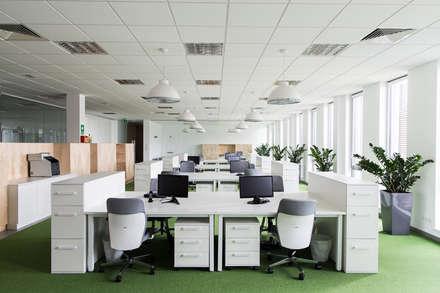 Edificios de Oficinas de estilo  por Moble.