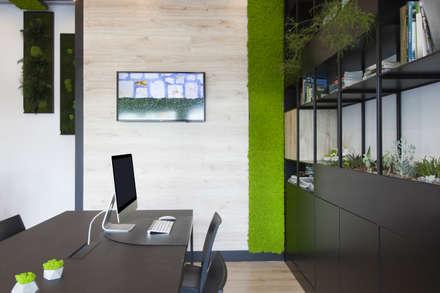 Showroom: Studio in stile in stile Industriale di AbitoVerde