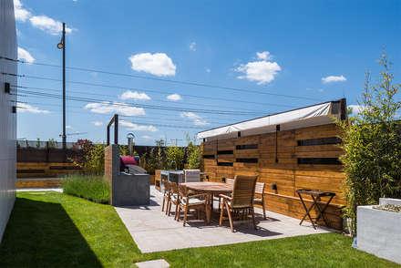 The Green Pool- Piscina Zen en Madrid: Jardines de invierno de estilo moderno de AGi architects