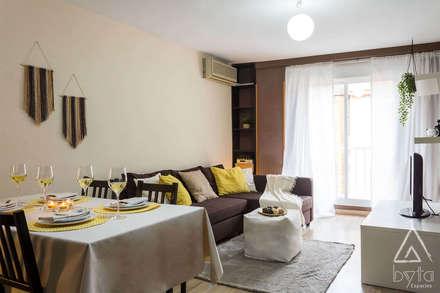 Home Staging apartamento en alquiler. Vallecas, Madrid: Suelos de estilo  de Byta Espacios