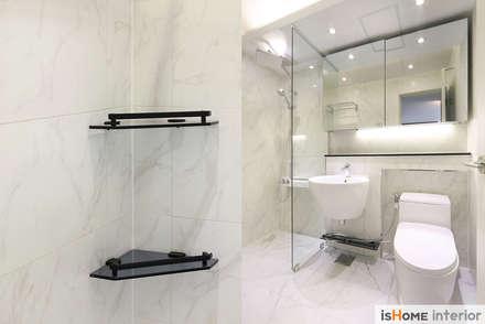 화이트 우드 인테리어의 새로운 시선 32평 부천아파트: 이즈홈의  화장실