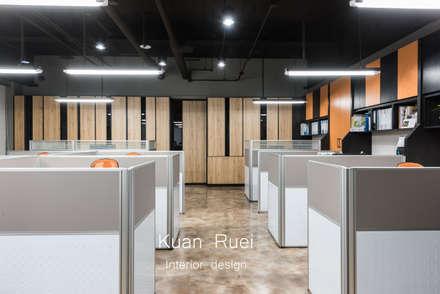 Edificios de oficinas de estilo  por 台中室內設計-寬叡- 空間設計.工程
