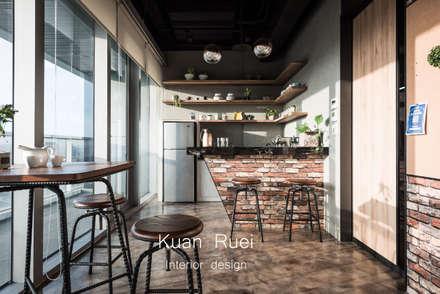 Offices & stores by 台中室內設計-寬叡- 空間設計.工程