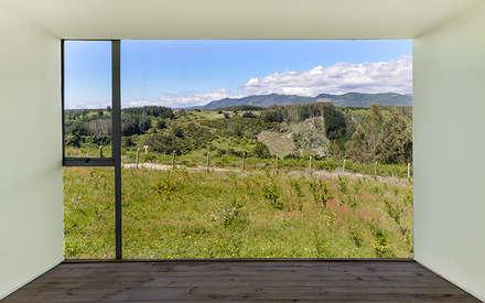 Casa en el Alto: Dormitorios de estilo moderno por mutarestudio Arquitectura