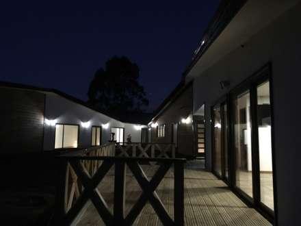 Wooden houses by Nomade Arquitectura y Construcción spa