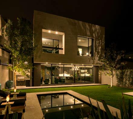 Condominios de estilo  por Villalobos Image Maker