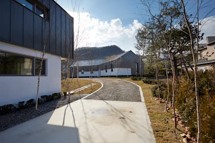 lyanature LAB (리아네이처 연구소 및 창고동)lyanature LAB (리아네이처 연구소 및 창고동): 위즈스케일디자인의  정원