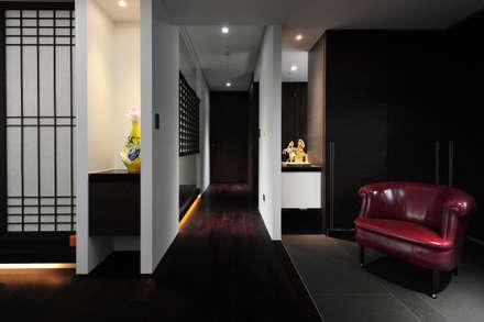 室內設計 市政廳 HL House:  走廊 & 玄關 by 黃耀德建築師事務所  Adermark Design Studio