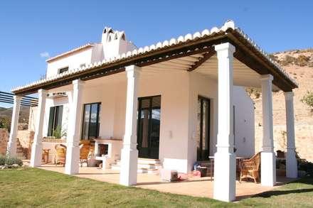 Casa de campo: Casas rurales de estilo  de Mirasur Proyectos S.L.