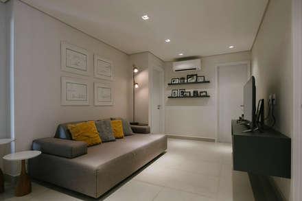 minimalistic Media room by PAR projetos