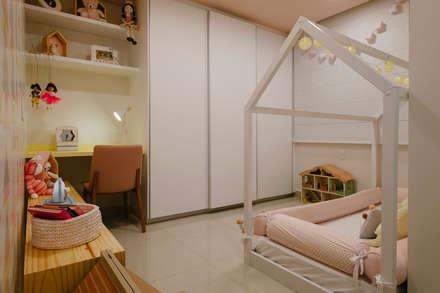 Habitaciones de niñas de estilo  de PAR projetos