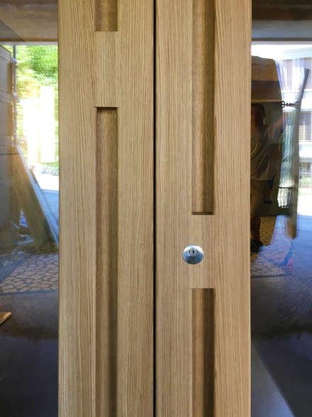 Puertas de madera de estilo  por Juho Nyberg Architektur GmbH