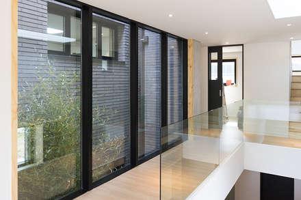 Windows  by 보편적인 건축사사무소