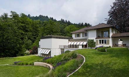 Westseite mit Garten (c)Tom Bisig, Basel :  Villa von Forsberg Architekten AG
