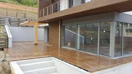 casa parco: Giardino anteriore in stile  di fabio licciardi architetto