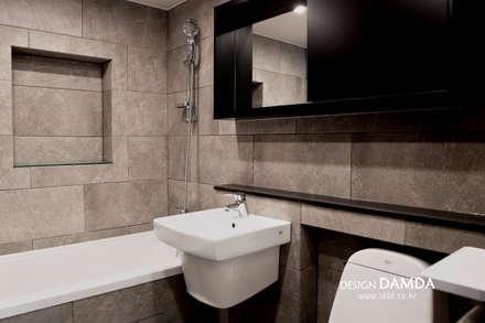 욕실: 디자인담다의  화장실