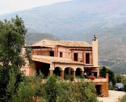 Casa Anne: Casas rurales de estilo  de Mirasur Proyectos S.L.