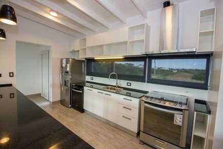 Cocina equipada: Muebles de cocinas de estilo  por JOM HOUSES
