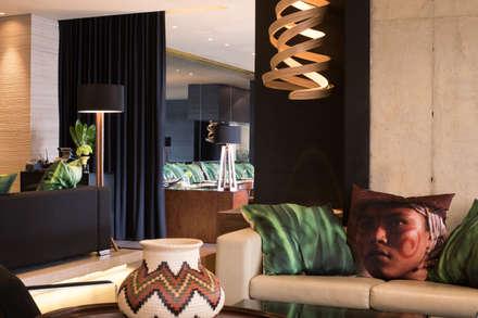Hoteles de estilo  por Atelier Nini Andrade Silva