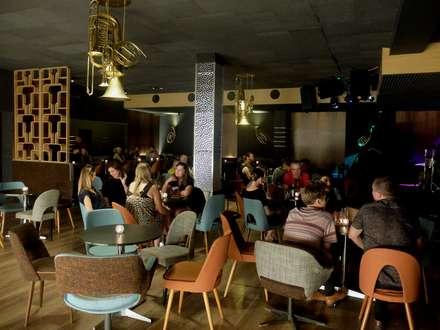 Bares y discotecas de estilo  por Projektowanie Wnętrz Kasya