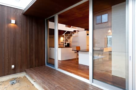 Ventanas de estilo  por Takeru Shoji Architects.Co.,Ltd