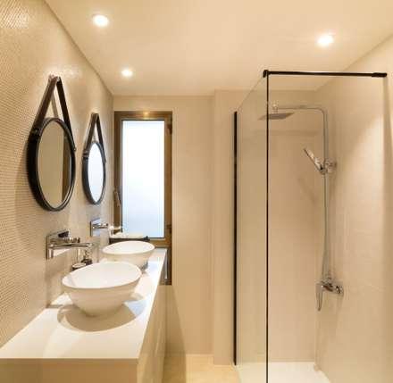 Baño del dormitorio principal: Baños de estilo ecléctico de Keinzo Interiores