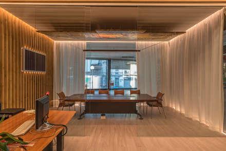 Cerrando Cortinas: Oficinas y Tiendas de estilo  de FPM Arquitectura