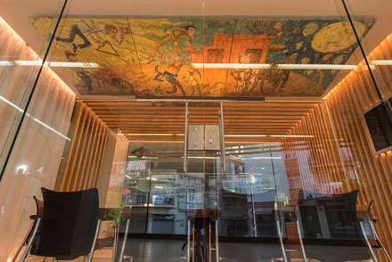 Lienzo: Oficinas y Tiendas de estilo  de FPM Arquitectura