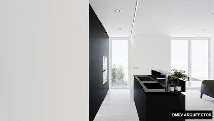 Bloque viviendas PASSIVHAUS Madrid. Arroyo del Fresno. Viviendas Loft PASSIVHAUS.: Cocinas integrales de estilo  de DMDV Arquitectos