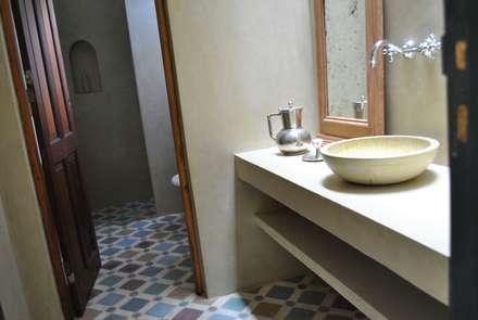 rustic Bathroom by Gomez Vidaguren Arquitectos