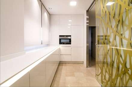 Proyecto Decoración Vivienda en Murcia Centro: Cocinas integrales de estilo  de Keinzo Interiores