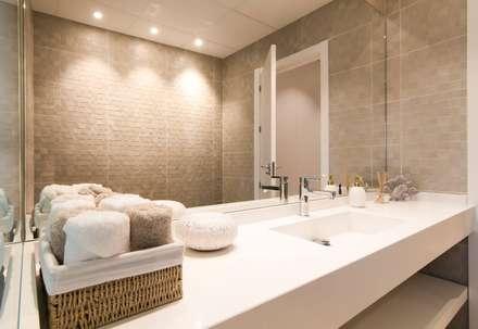 Proyecto Decoración Vivienda en Murcia Centro: Baños de estilo ecléctico de Keinzo Interiores