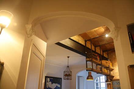 Bobedilla catalana: Cocinas de estilo ecléctico de PUZZLE URBANO