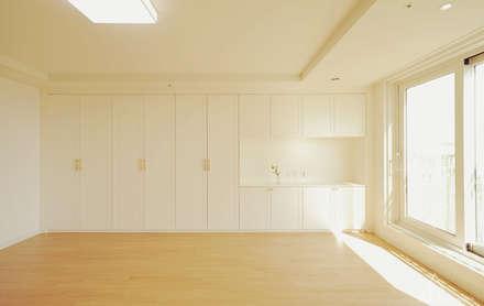 쌍둥이와 함께 하는 공간_송도 웰카운티: 디자인 아버의  방