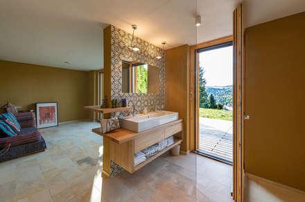 HAUS IN WEIDLING: moderne Badezimmer von AL ARCHITEKT