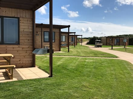 Building regulation compliant holiday lodges:  Wooden houses by Building With Frames