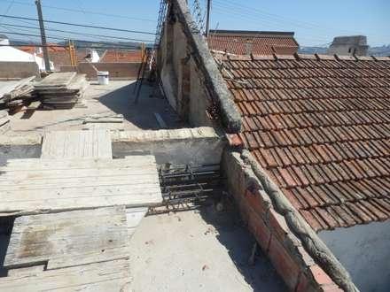 Estrutura Apoio Telhado: Telhados de duas águas  por ENGIMULTI