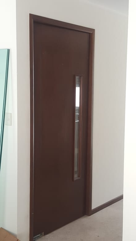 Puertas de madera de estilo  por Arkia Studios