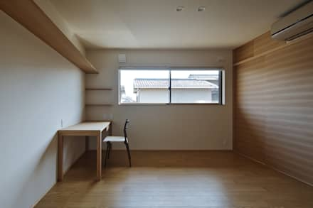 Stanza dei bambini in stile in stile Asiatico di 空間工房 用舎行蔵 一級建築士事務所