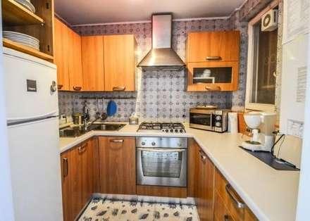 Kitchen units by COSTRUZIONI ROMA SRL