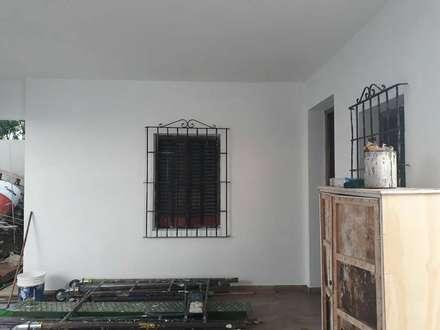 หน้าต่างไม้ by Laura Avila Arquitecta