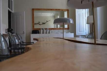 Sala de  Refeições: Hotéis  por Natural Craft - Handmade Furniture