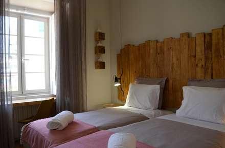 Quarto Francisco Correa: Hotéis  por Natural Craft - Handmade Furniture
